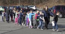 Atac armat la o scoala din Connecticut: elevi evacuati de politie
