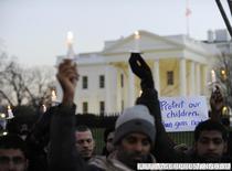 Manifestatie pro-reglementare a regimului detinerii de arme, in fata Casei Albe