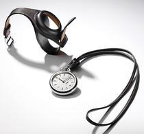 Ceasul de buzunar se transforma foarte usor intr-un model de mana