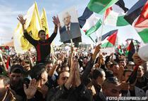 Mii de palestinieni l-au intampinat pe Abbas