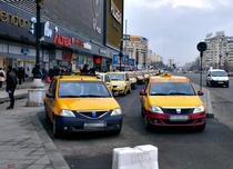 Taxiuri in fata la Unirii