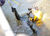 Cele 48 de sticle de Cabernet Sauvignon au fost scufundate cu ajutorul scafandrilor