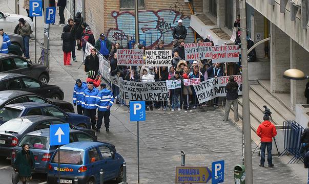 Protesat in fata Primariei sectorului 5