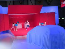 La standul Dacia la Geneva 2013