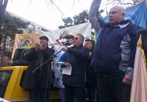 Sindicalistul de la metrou Ion Radoi (in mijloc, la microfon)
