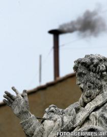 Fum iesind la alegerea Papei Benedict al XVI-lea (2005)