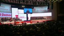 Victor Ponta pe scena congresului