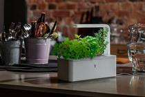 Click&Grow este un ghiveci inteligent, care știe în mod automat să aibă grijă de plantă.