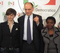 Enrico Letta cu romanca Nona Evghenie, consilier in primaria Padova, si cu ministrul Cecile Kyenge