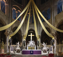 Altarul principal din Catedrala Notre Dame