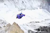 Base jump pe Everest