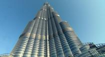 Burj Khalifa are 828 metri inaltime