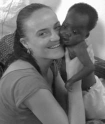 dr. Lavinia Orac si Jasmine, o pacienta de 2 ani din Africa
