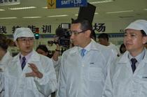 Victor Ponta in vizita in fabrica ZTE