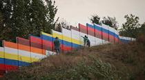 """Zidul segregarii din Ostrovani, primul construit,vopsit in cadrul proiectului """"Zidurile sportului 2012"""""""