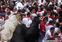 Busculada la o cursa cu tauri de la Pamplona