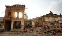 FOTOGALERIE Demolarea cladirii din Piata Haralambie Botescu nr. 18