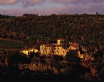 Castel Monastero este un hotel de 5 stele amenajat intr-o cladire veche de un mileniu