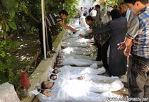Localnici incearca sa identifice victimele, dupa presupusul atac cu arme chimice, in Siria