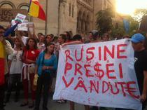 Piata Universitatii - banner impotriva presei