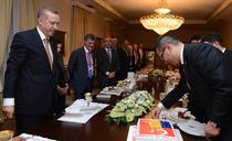 Victor Ponta taie tortul in fata lui Erdogan