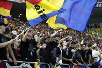 Suporteri romani in tribunele Arenei Nationale, la meciul Romania - Ungaria
