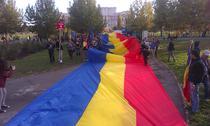 Steagul adus de la Chisinau, desfasurat in Parcul Izvor la finele mitingului