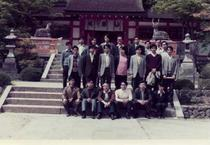Colectivul de retele al Prof. Toshiyuki Sakai, Univ. Kyoto Eugenie Staicut - Randul 3, primul din stanga, 1974