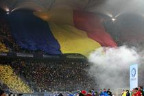 Un steag tricolor urias a fost desfasurat peste una dintre peluzele Arenei Nationale inaintea meciului Romania - Grecia