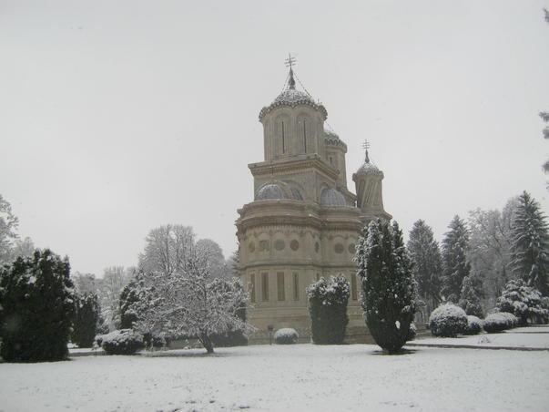 Iarna la manastire