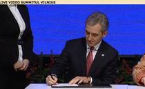 Iurie Leanca semneaza demararea Acordului de Asociere la UE