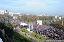 Zeci de mii de oameni au luat parte la mitingul pro-Europa din Chisinau