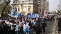 Profesorii au inceput marsul spre Parlament