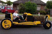 Masina din jumatate de milion de piese de Lego