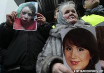 Protestatarii ucraineni tin fotografiile jurnalistei batute