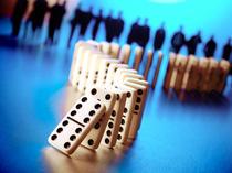 Agitatie mare pe bursele lumii, investitorii sunt loviti de o serie de vesti proaste