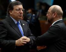 Presedintele CE, Jose Barroso, si candidatul socialistilor la presedintia CE, Martin Schulz
