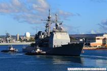 Crucisatorul USS Lake Eriea in Pearl Harbor, sediul Flotei americane din Pacific