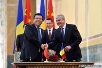Dan Nica si Lu Yong, manager regional Huawei, au semnat memorandumul la Bucuresti