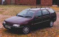 Un vechi Peugeot 405