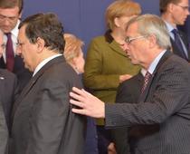 Juncker vrea sa-i urmeze lui Barroso, cu sprijinul lui Merkel
