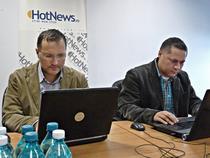 Dragos Rosca si Mihai Marcu in studioul HotNews.ro