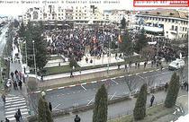 Oamenii protesteaza in centrul orasului Mioveni