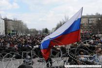 """Baricade la Donetsk, dupa declararea""""republicii suverane"""""""