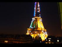 Turnul Eiffel se vede intr-unul dintre clipuri