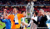 Carlo Ancelotti (dreapta), cu trofeul Champions League