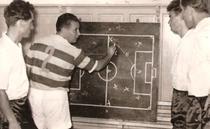Ilie Oana prezentand tactica meciului