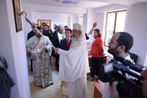 Patriarhul Daniel, cu trafaletul la sfintit