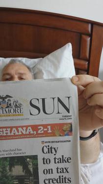Nicusor Constantinescu pe un pretins pat de spital in SUA