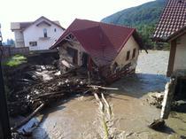Casa distrusa de inundatii